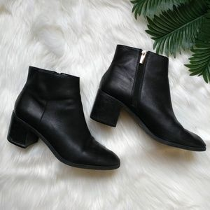 Vince Camuto Gaviren Leather Ankle Booties 10M